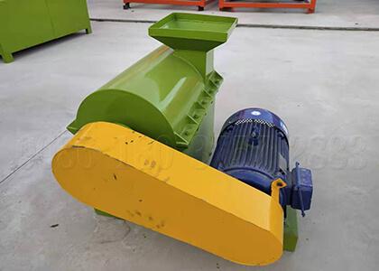 Chicken manure fertilizer crusher