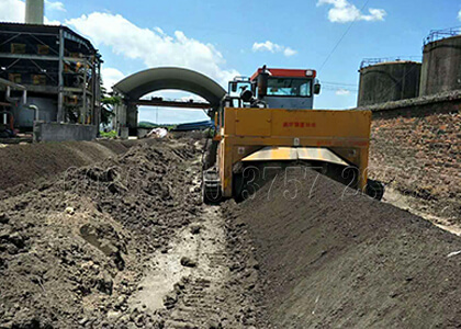 Crawler type waste compost windrow turner