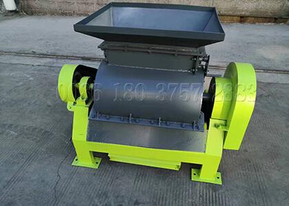 Urea fertilizer powder pulverizer